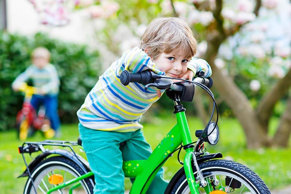sein erstes Fahrrad